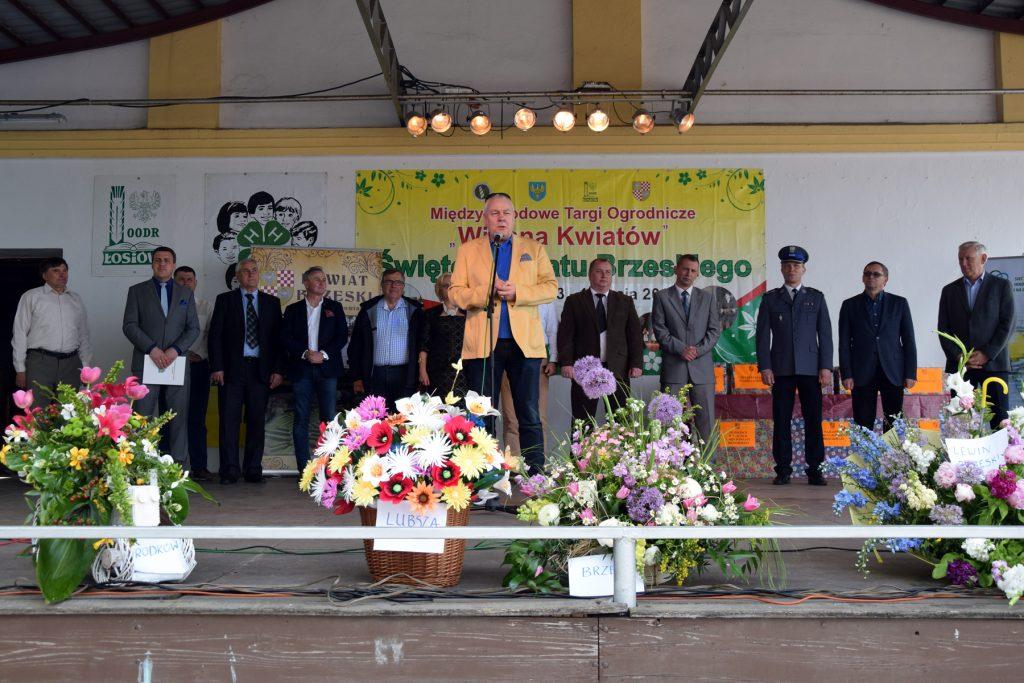 Starosta Maciej Stefański podczas uroczystego otwarcia Święta Powiatu Brzeskiego