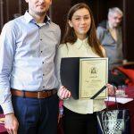 Nagrodzona uczennica wraz z nauczycielem