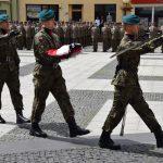 Poczet Flagowy podczas uroczystości na pl. Polonii Amerykańskiej