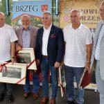 Gwiazdy polskiego futbolu (Grzegorz Lato, Jan Domarski oraz Józef Kurzeja) z organizatorami imprezy