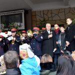 Wspólne kolędowanie na pl. Polonii Amerykańskiej w Brzegu