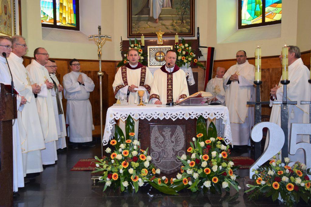 Uroczysta msza święta w 25-lecie istnienia brzeskiej Parafii Wojskowej