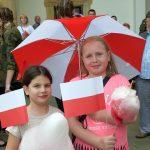 Dzień Flagi Rzeczypospolitej Polskiej to święto, które od lat przyciąga na dziedziniec Najmłodsi mieszkańcy powiatu brzeskiego podczas Dnia Flagi RP