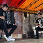 """Wspaniałemu brzeskiemu akordeoniście Grzegorzowi Kuryle (po prawej) towarzyszył zwycięzca programu """"Mam Talent"""" Lukas Gogol"""