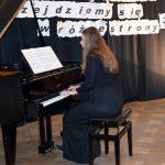 Program artystyczny podczas uroczystości wręczenia Stypendiów Starosty Powiatu Brzeskiego
