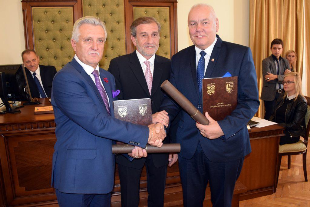 Uroczyste podpisanie porozumienia pomiędzy powiatami